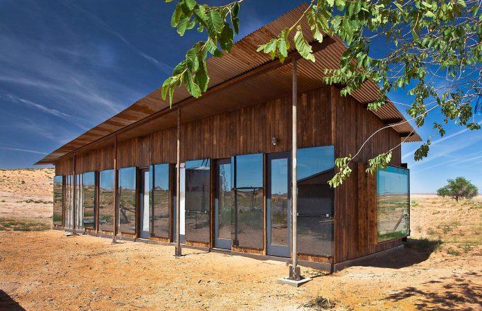nakai-residence-middle-desert-constructed-lorraine-nakai-02