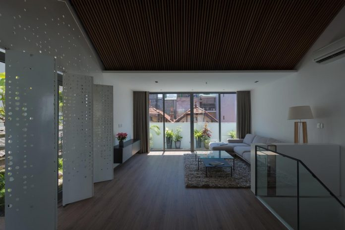 new-comfortable-attic-apartment-old-house-located-old-quarter-hanoi-01