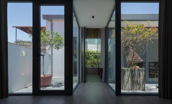 new-comfortable-attic-apartment-old-house-located-old-quarter-hanoi-02