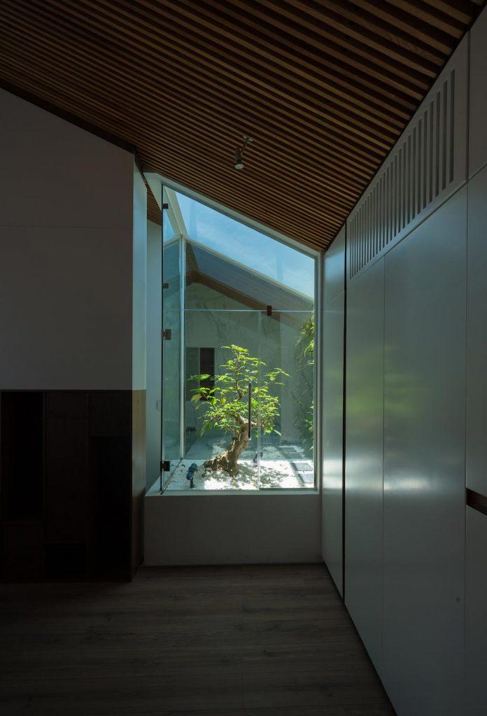 new-comfortable-attic-apartment-old-house-located-old-quarter-hanoi-03
