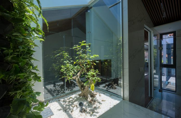 new-comfortable-attic-apartment-old-house-located-old-quarter-hanoi-04