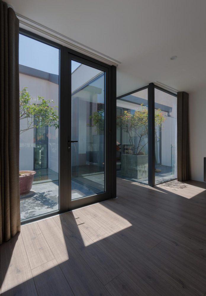 new-comfortable-attic-apartment-old-house-located-old-quarter-hanoi-05