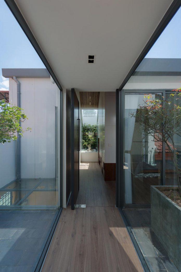 new-comfortable-attic-apartment-old-house-located-old-quarter-hanoi-07