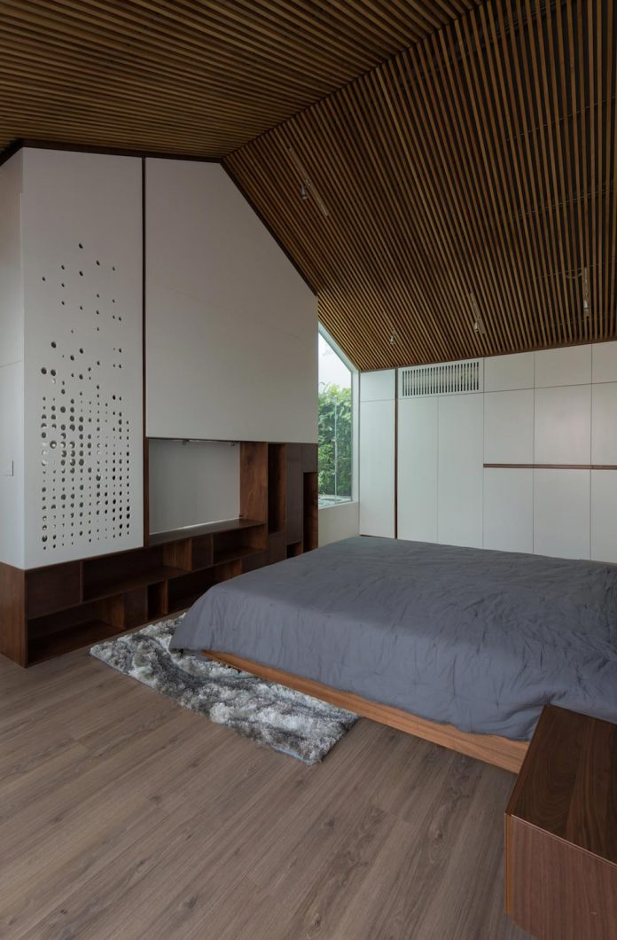 new-comfortable-attic-apartment-old-house-located-old-quarter-hanoi-08