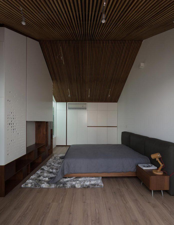 new-comfortable-attic-apartment-old-house-located-old-quarter-hanoi-09
