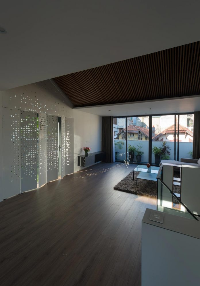 new-comfortable-attic-apartment-old-house-located-old-quarter-hanoi-10