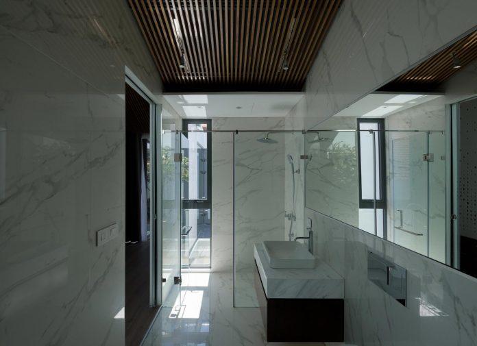new-comfortable-attic-apartment-old-house-located-old-quarter-hanoi-12