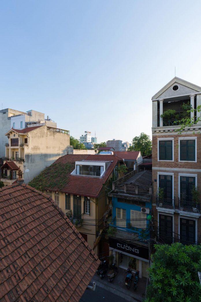 new-comfortable-attic-apartment-old-house-located-old-quarter-hanoi-13