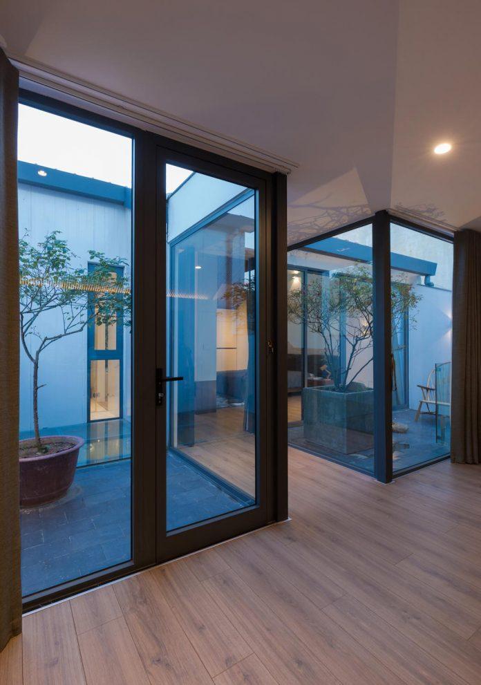 new-comfortable-attic-apartment-old-house-located-old-quarter-hanoi-14
