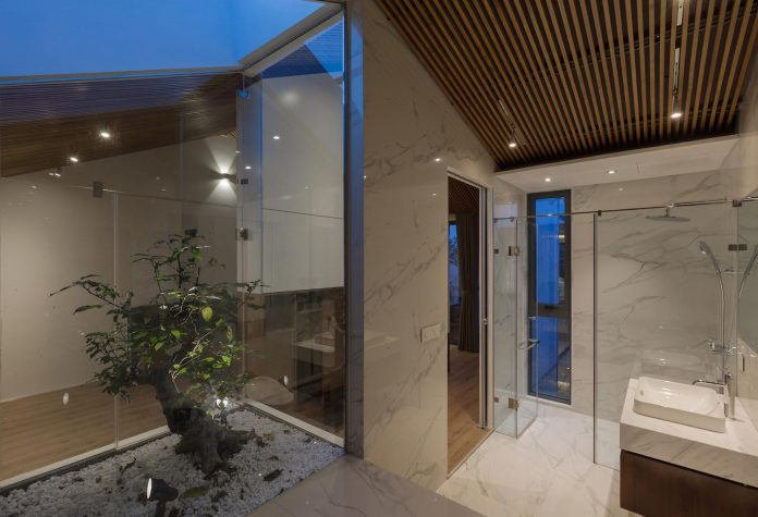 new-comfortable-attic-apartment-old-house-located-old-quarter-hanoi-16