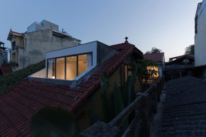 new-comfortable-attic-apartment-old-house-located-old-quarter-hanoi-17