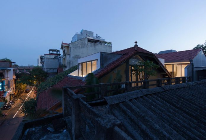 new-comfortable-attic-apartment-old-house-located-old-quarter-hanoi-18