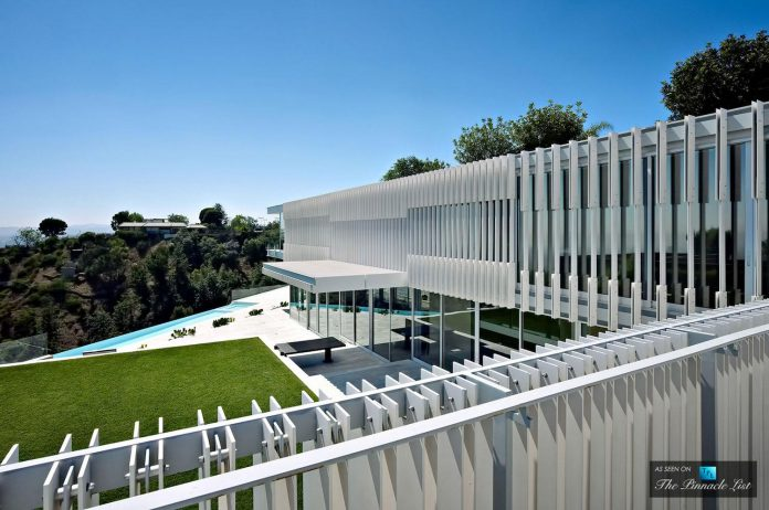 oberfeld-luxury-residence-clean-modern-10000-square-foot-home-emerges-containing-two-main-floors-01