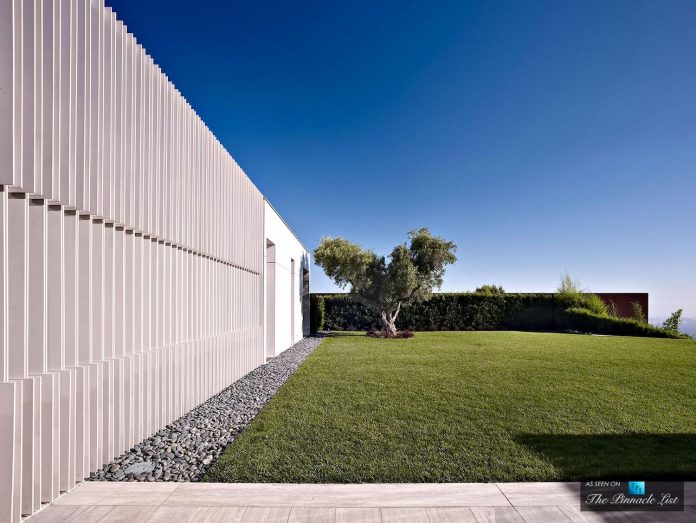 oberfeld-luxury-residence-clean-modern-10000-square-foot-home-emerges-containing-two-main-floors-02