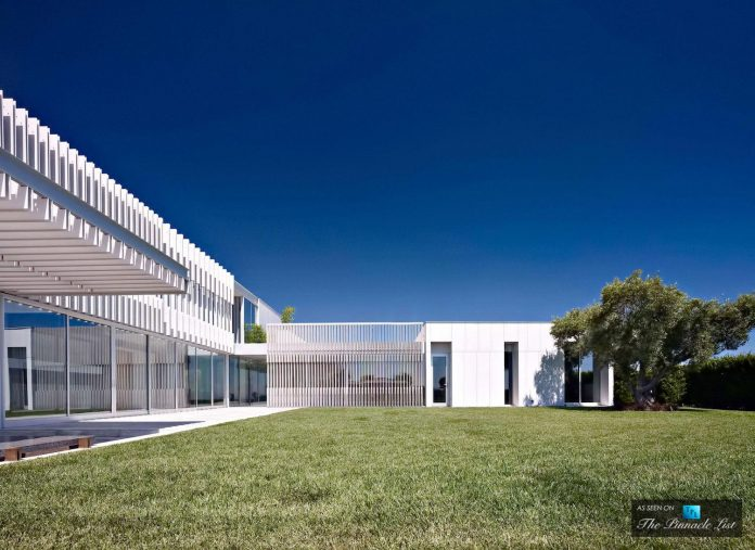 oberfeld-luxury-residence-clean-modern-10000-square-foot-home-emerges-containing-two-main-floors-04