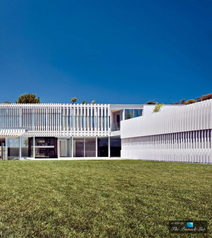 oberfeld-luxury-residence-clean-modern-10000-square-foot-home-emerges-containing-two-main-floors-09