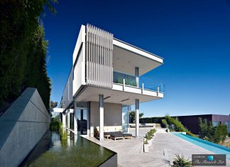 Oberfeld Luxury Residence: a clean, modern 10,000-square foot home emerges containing two main floors