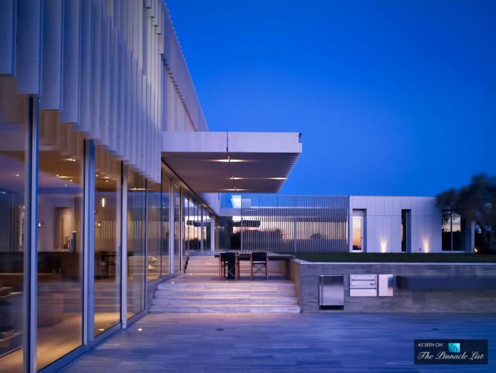 oberfeld-luxury-residence-clean-modern-10000-square-foot-home-emerges-containing-two-main-floors-32