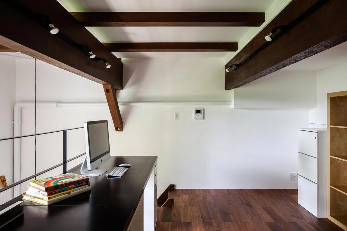 old-barn-used-store-farming-equipment-converted-home-design-office-master-bedroom-06