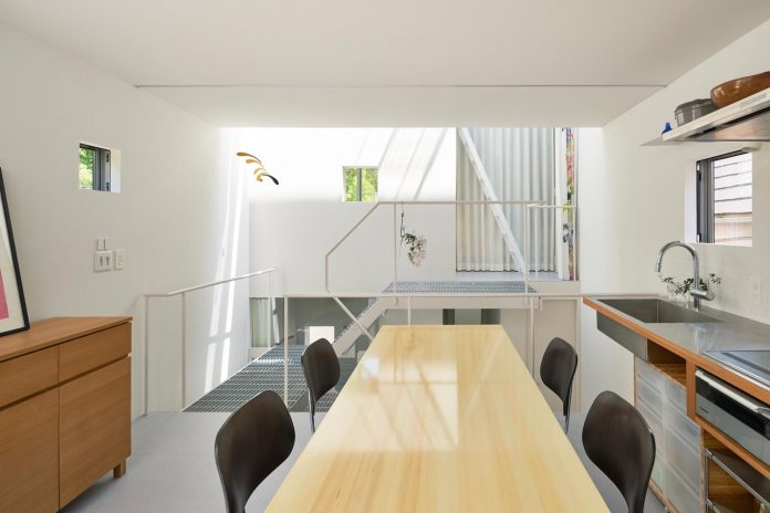 ondo-house-cafe-3-floors-basement-roof-terrace-faces-one-famous-parks-tokyo-11