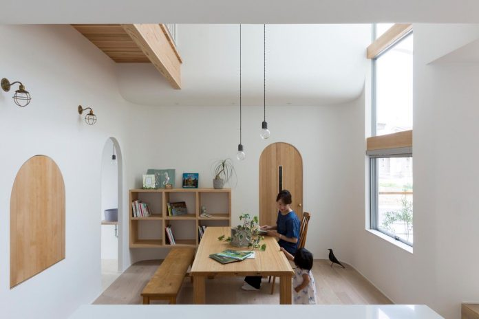 otsu-house-alts-design-office-comfy-house-welcoming-atmosphere-lots-light-06