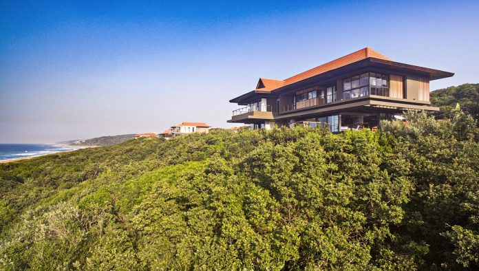 reserve-house-wide-ocean-frontage-taking-full-advantage-panoramic-beach-sea-views-01