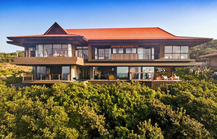 reserve-house-wide-ocean-frontage-taking-full-advantage-panoramic-beach-sea-views-02