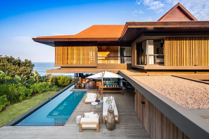 reserve-house-wide-ocean-frontage-taking-full-advantage-panoramic-beach-sea-views-08