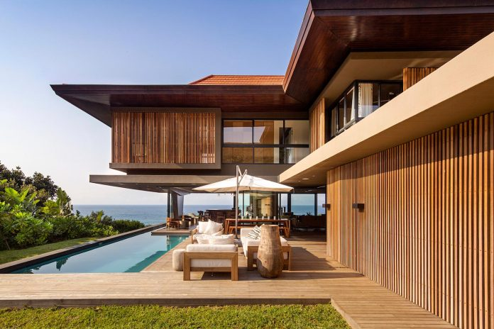 reserve-house-wide-ocean-frontage-taking-full-advantage-panoramic-beach-sea-views-10