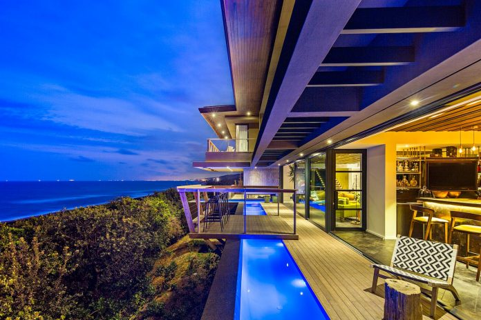reserve-house-wide-ocean-frontage-taking-full-advantage-panoramic-beach-sea-views-12