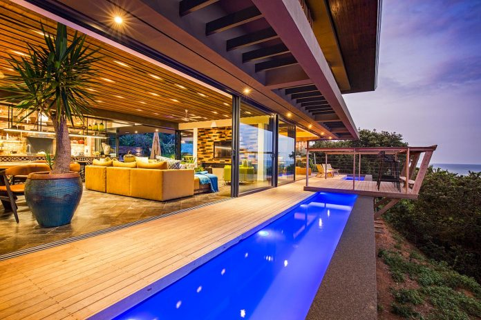 reserve-house-wide-ocean-frontage-taking-full-advantage-panoramic-beach-sea-views-13
