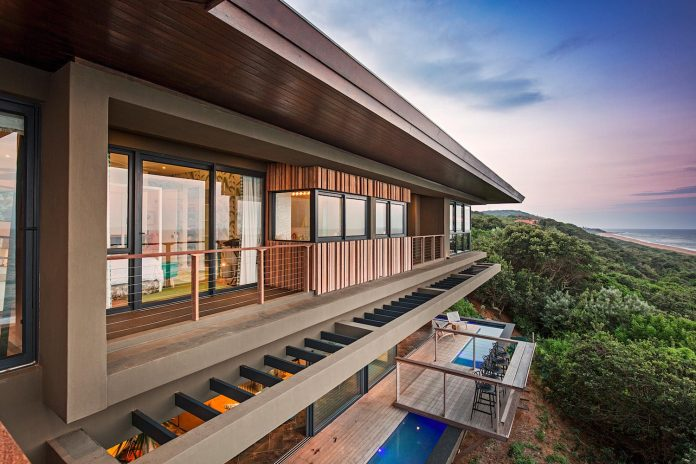 reserve-house-wide-ocean-frontage-taking-full-advantage-panoramic-beach-sea-views-14