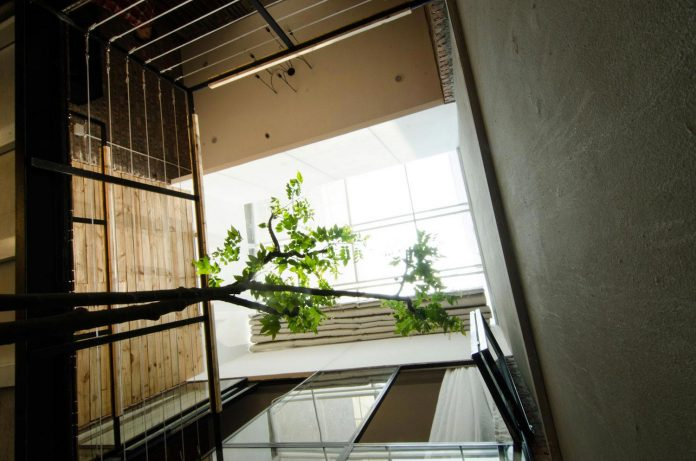 separated-noisy-city-house-humbly-ensconced-small-alley-hoang-van-thai-street-hanoi-04