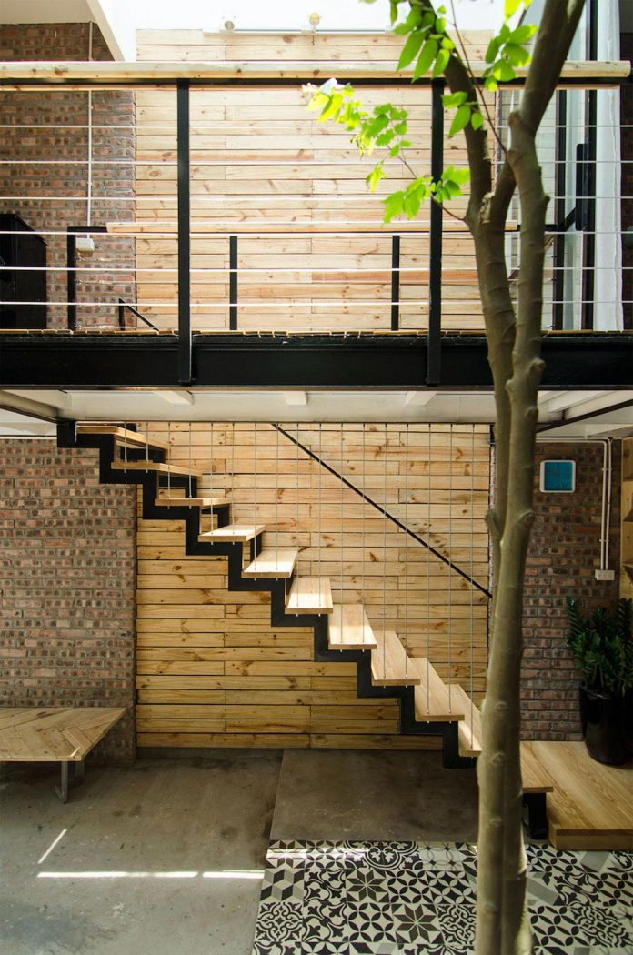 separated-noisy-city-house-humbly-ensconced-small-alley-hoang-van-thai-street-hanoi-05