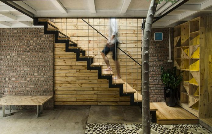 separated-noisy-city-house-humbly-ensconced-small-alley-hoang-van-thai-street-hanoi-06