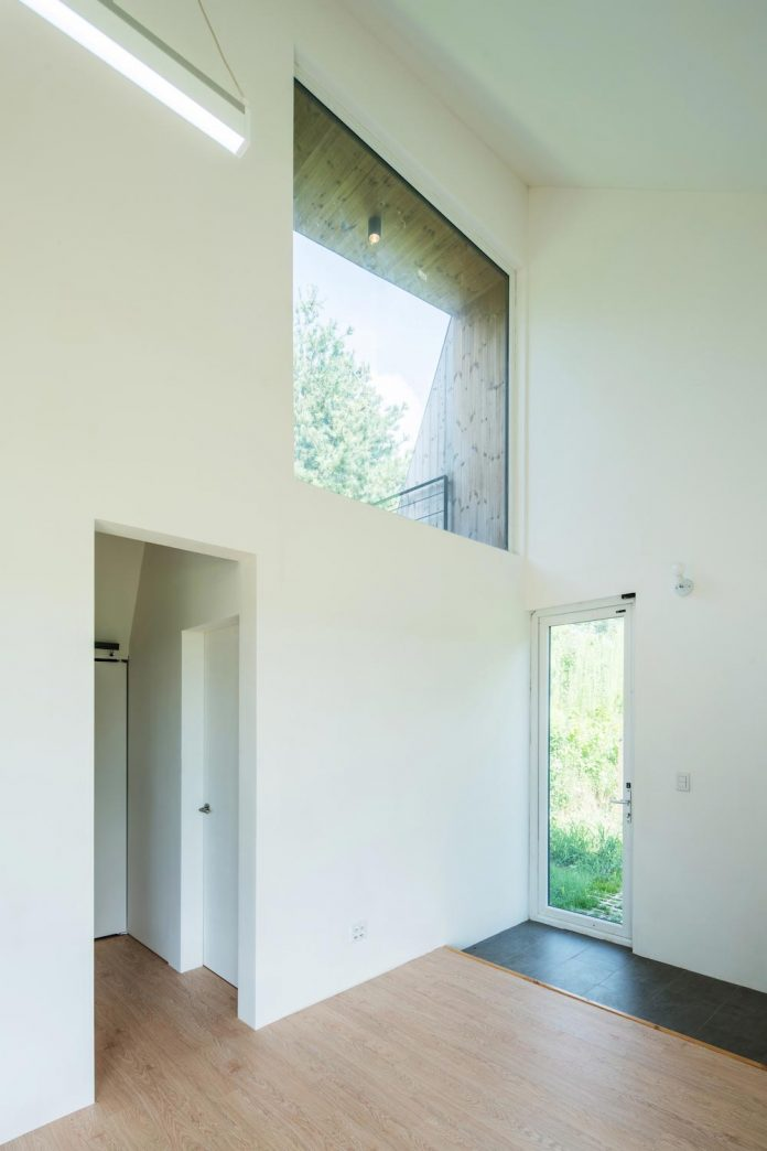 shear-house-single-family-house-korea-seeks-simple-treatment-pitched-roof-typology-improves-environmental-qualities-07
