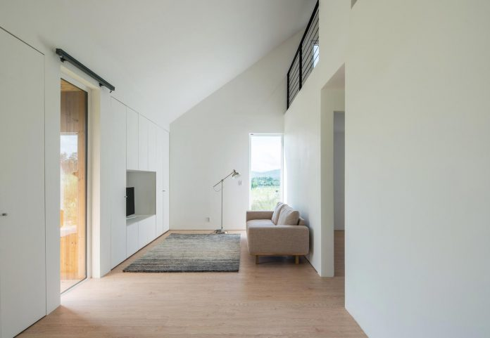 shear-house-single-family-house-korea-seeks-simple-treatment-pitched-roof-typology-improves-environmental-qualities-09