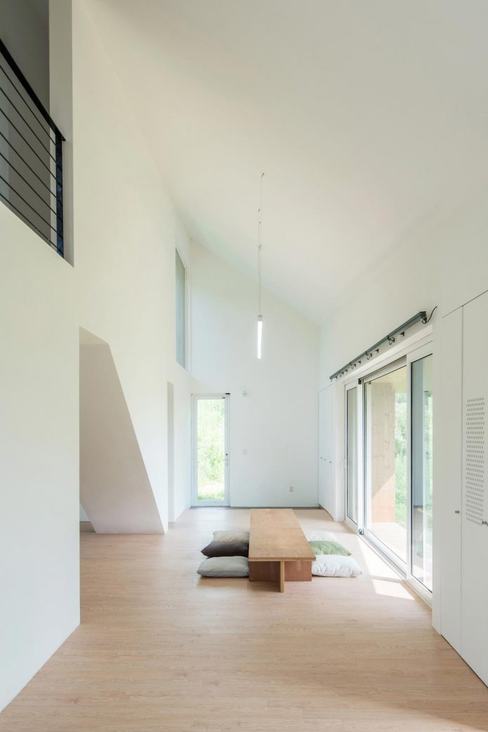 shear-house-single-family-house-korea-seeks-simple-treatment-pitched-roof-typology-improves-environmental-qualities-11