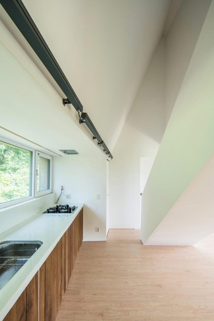 shear-house-single-family-house-korea-seeks-simple-treatment-pitched-roof-typology-improves-environmental-qualities-13