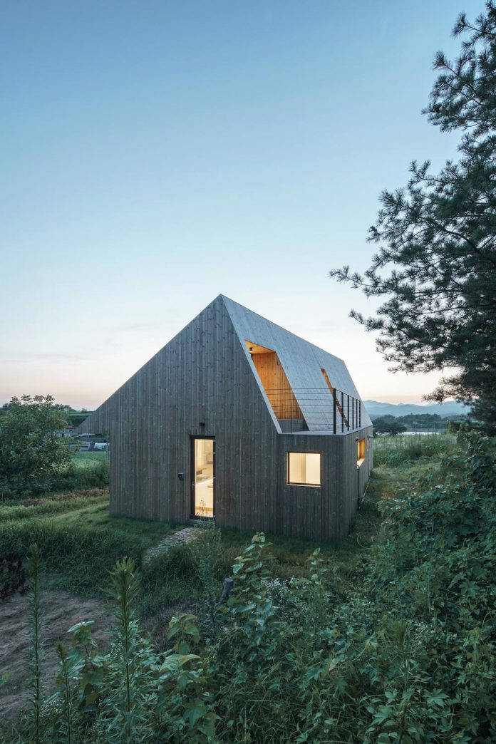 shear-house-single-family-house-korea-seeks-simple-treatment-pitched-roof-typology-improves-environmental-qualities-17