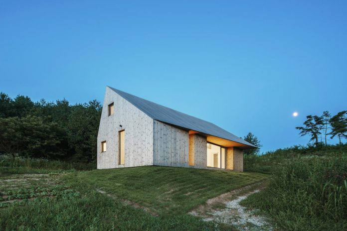 shear-house-single-family-house-korea-seeks-simple-treatment-pitched-roof-typology-improves-environmental-qualities-19