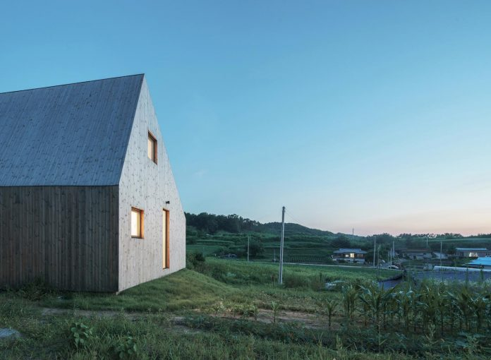 shear-house-single-family-house-korea-seeks-simple-treatment-pitched-roof-typology-improves-environmental-qualities-21