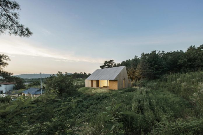 shear-house-single-family-house-korea-seeks-simple-treatment-pitched-roof-typology-improves-environmental-qualities-22