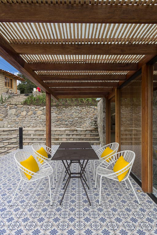 small-stone-detached-house-145-square-meters-two-floors-terrace-natural-viewpoint-city-cuenca-ecuador-01