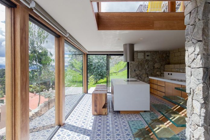 small-stone-detached-house-145-square-meters-two-floors-terrace-natural-viewpoint-city-cuenca-ecuador-05