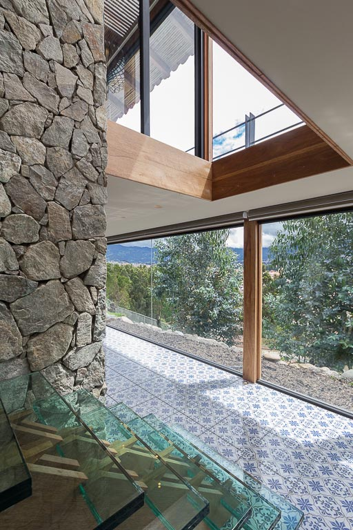 small-stone-detached-house-145-square-meters-two-floors-terrace-natural-viewpoint-city-cuenca-ecuador-08