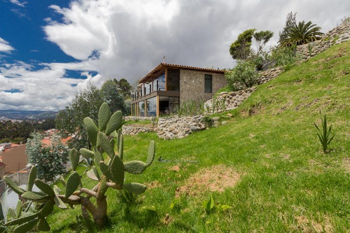 small-stone-detached-house-145-square-meters-two-floors-terrace-natural-viewpoint-city-cuenca-ecuador-10