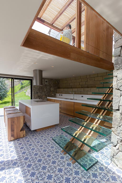 small-stone-detached-house-145-square-meters-two-floors-terrace-natural-viewpoint-city-cuenca-ecuador-11