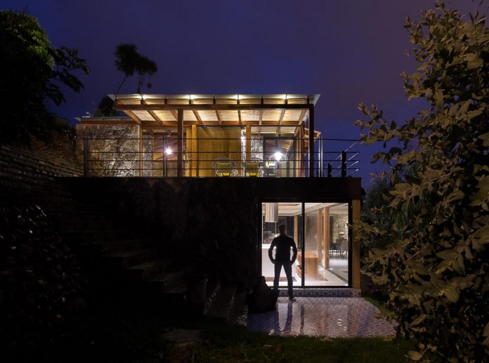small-stone-detached-house-145-square-meters-two-floors-terrace-natural-viewpoint-city-cuenca-ecuador-12
