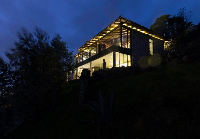 small-stone-detached-house-145-square-meters-two-floors-terrace-natural-viewpoint-city-cuenca-ecuador-13